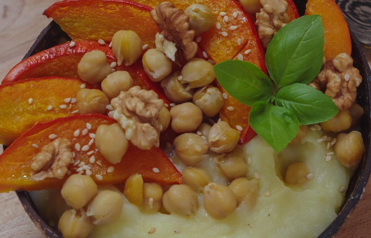Gebackener Kürbis mit Kichererbsen und Kartoffelpüree