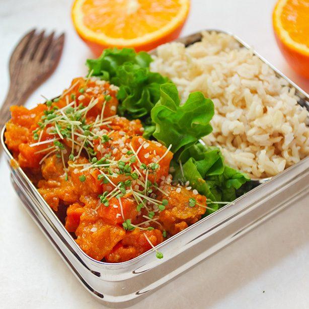 Fruchtiges Erdnuss-Kürbis-Curry mit Soja