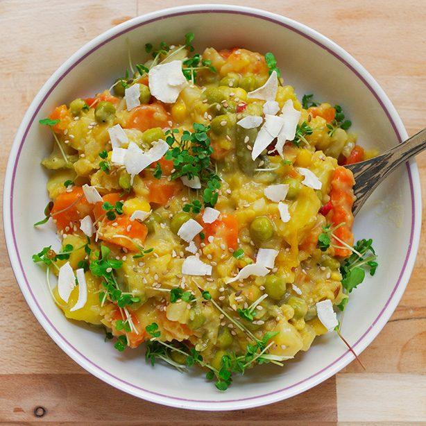 mildes Kokos-Kartoffel-Curry mit gelben Linsen