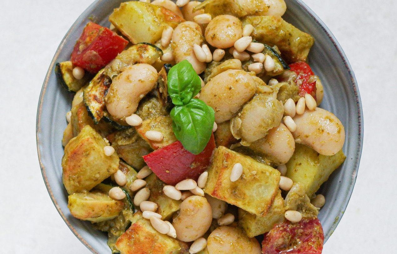 Mediterraner Pesto-Kartoffelsalat mit weißen Riesenbohnen