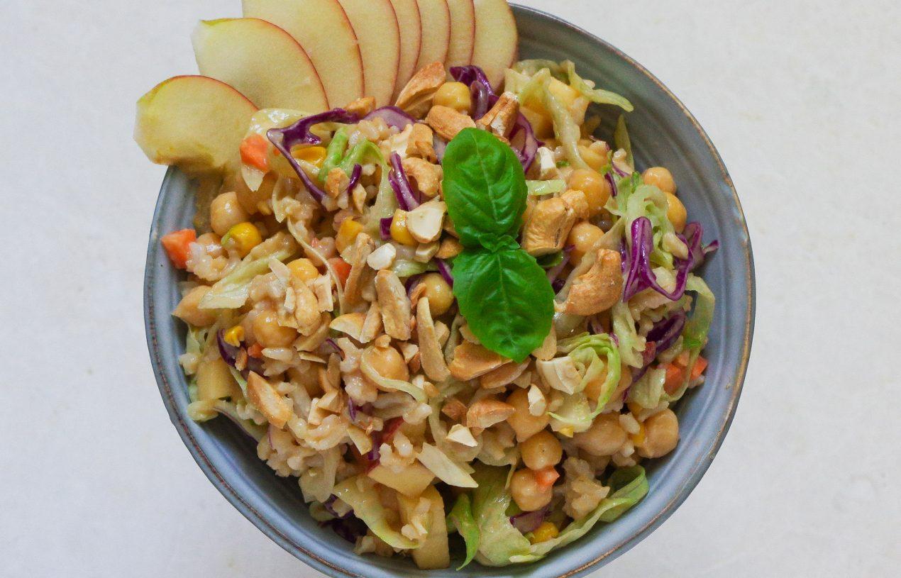 Asiatischer Erdnuss-Reissalat mit Kichererbsen