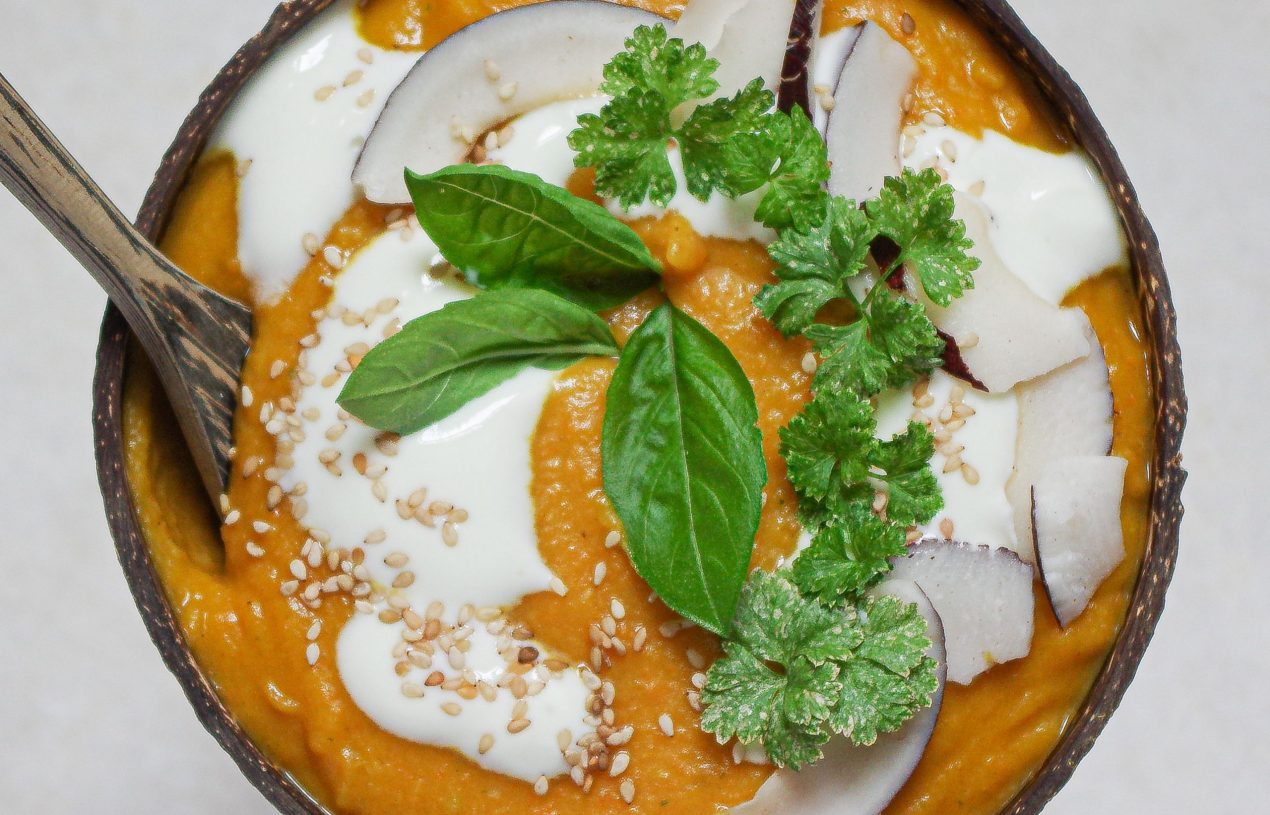 Geröstete Kokos-Karotten-Suppe