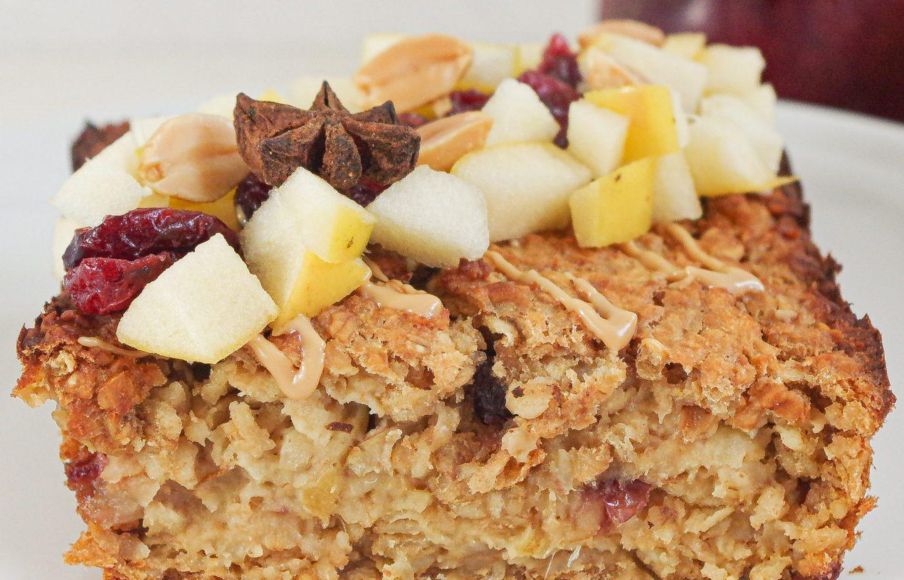 Baked Erdnuss-Apfel-Oatmeal mit Cranberries