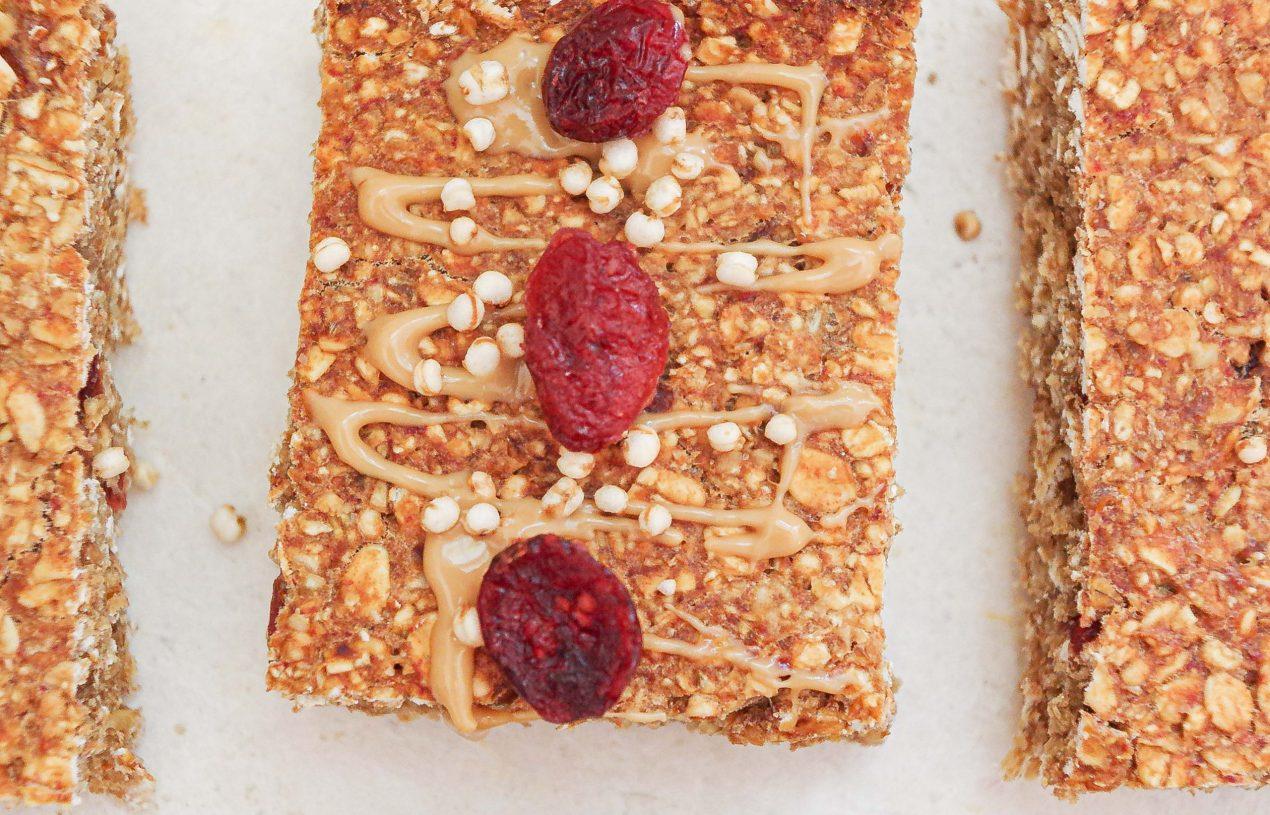 Erdnuss-Müsliriegel mit Cranberries